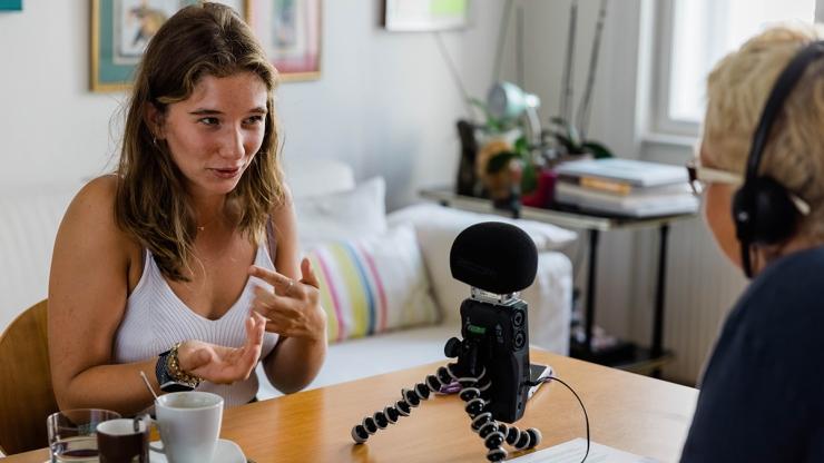 FrauenFunk S:2; Episode #16: Brigitte Handlos im Gespräch mit Paula Kramar, Studentin / F: Helmut Spudich